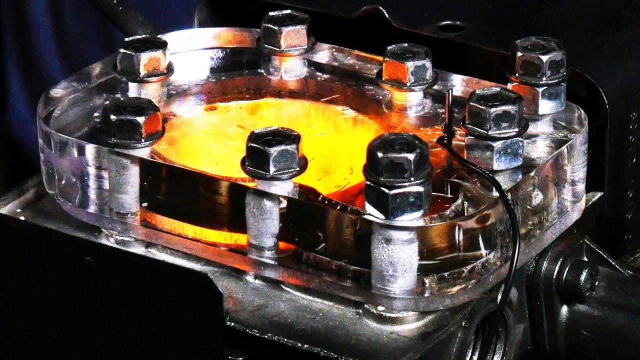 Blick in einen laufenden Motor in Slow Motion