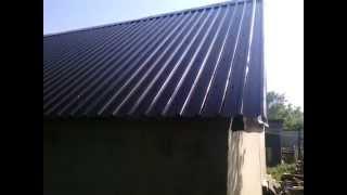 Крыша из профнастила. Своими руками.  The roof of corrugated board. The hands.(Крыша из профнастила своими руками – один из наиболее простых и доступных способов обустройства кровли..., 2015-05-27T21:27:59.000Z)