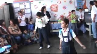 LA MOCHILA AZUL CANTA CARLITOS GELDRES EN EL DIA DE LA MADRE
