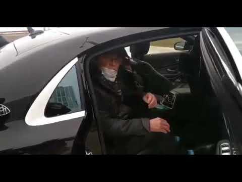 Лев Лещенко на Майбахе отправился домой из больницы в Коммунарке после лечения от коронавируса.