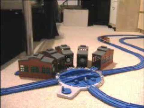 Thomas Trackmaster Engine Sheds & Turntable by Tomy - YouTube