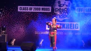 ORUMURAI VANTHU PATHAYA funny dance by NDA boys of 2008 MBBS Trivandrum at BLITZKRIEG
