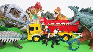 공룡사냥꾼이 공룡들에게 알을 낳에게 하고 그 알을 가져가려는 계획을 세우는데.. 이를 알게된 타라노사우루스가 나타나게 되고.. 과연.. 결과는?