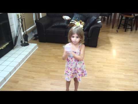 Just Dance Wii - Katy Perry - Hot 'N Cold - 4 Year Old Victoria