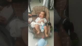 طفل رضيع بعمر 3 اشهر لايخاف من شيء يخافه كل الاطفال .!!!!