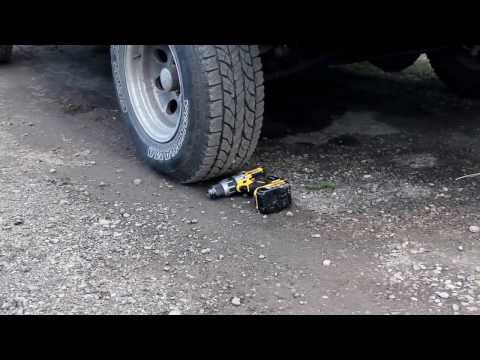Крэш тест аккумуляторного шуруповёрта DeWALT DCD996P2