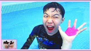 로기 유니 수영장 액체 괴물 음료수 변신 사건!!  Yuni pretend play with her giant swimming pool 로미유스토리[Romiyu Story]