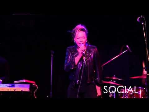 Elle Varner performs Cold Case live in New York City