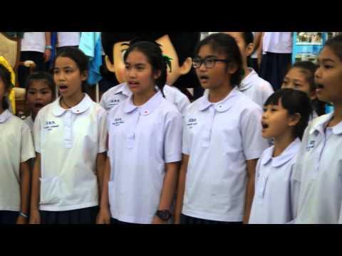 นักเรียนโรงเรียนพญาไท ขับร้องเพลงบ้านเกิดเมืองนอน+รักกันไว้เถิด