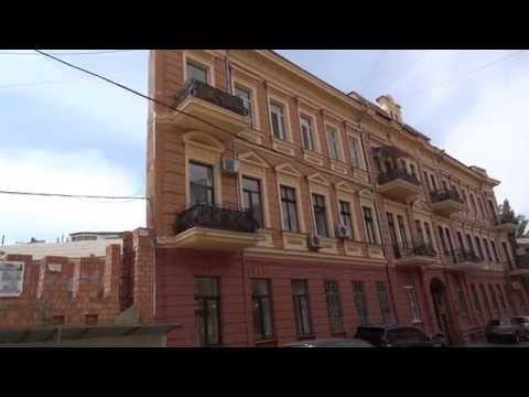 Воронцовский переулок: забор, фальшфасады, строительные леса и .
