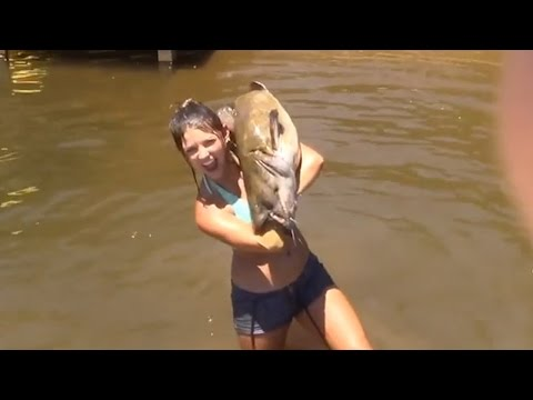Alabama woman catches catfish with bare hands