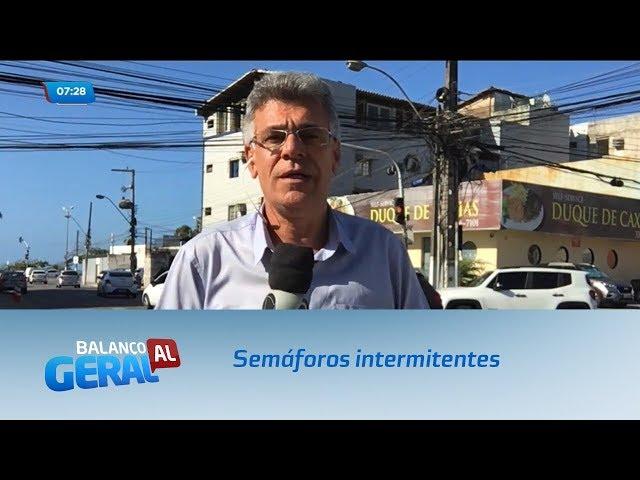 Semáforos quebrados deixam o trânsito complicado no Centro de Maceió
