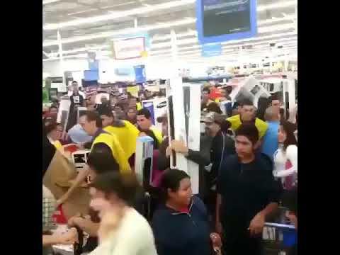 Black Friday At Walmart Turns Into Chaos (2017)