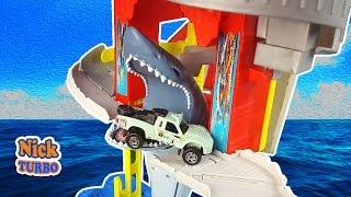 МАШИНКИ СПАСАЮТСЯ ОТ АКУЛЫ Игрушки для мальчиков. Трек с акулой Matchbox. Как Hot Wheels. Nick Turbo