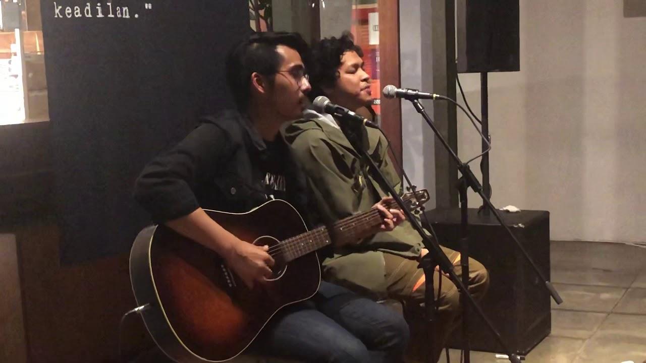 Download Hindia - Evaluasi (Acoustic Live at Dia.Lo.Gue, Jakarta 10/12/2019)