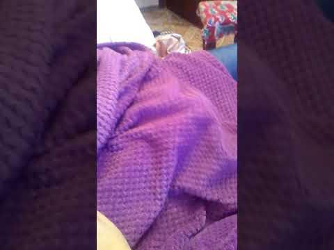 Девушка мастурбирует одеялом статейка