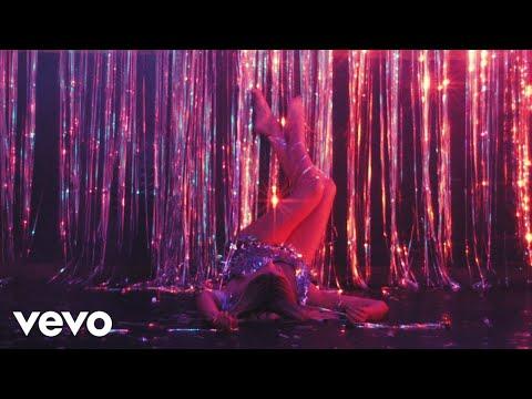 Kelsea Ballerini - club (ballerini album version) [Official Music Video]