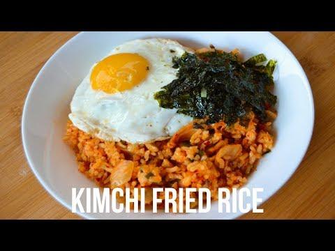HOW TO MAKE KIMCHI FRIED RICE (KIMCHI BOKKEUMBAP 김치 볶음밥)