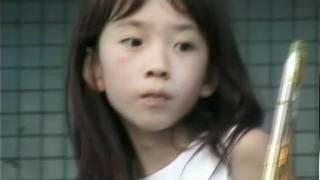 ジュニアアイドル?の青木ゆり亜さんのデビュー前映像です。