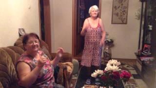 Бабушки развлекаются. Аннушке- 90 лет. А вам слабо?