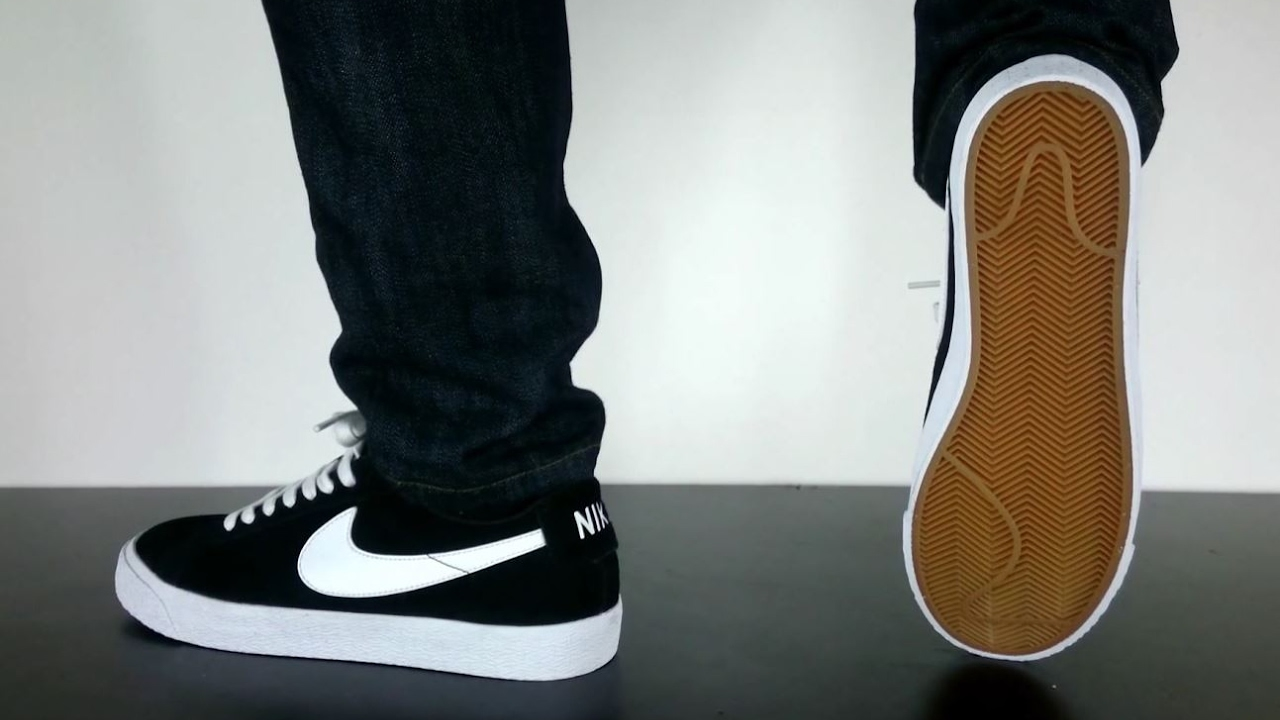 9036b34cd61 NIKE SB BLAZER LOW black white gum light brown - YouTube