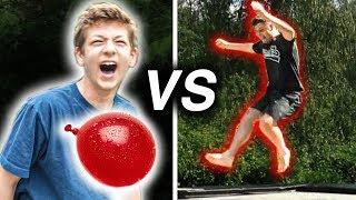 Wasserbomben Trampolin Challenge gegen kleinen Bruder! 💦