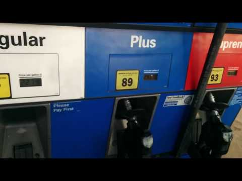How to buy gas at a US gas station
