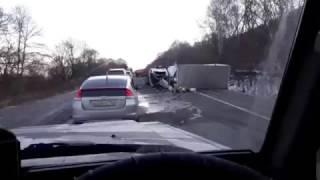 Бензовоз и грузовик не поделили дорогу(, 2016-12-06T02:27:32.000Z)