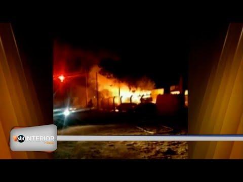 Ônibus e carros são incendiados após homem ser morto por policial