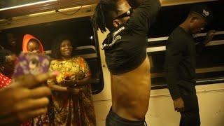 USIKU wa MANANE DIAMOND Ashuka Kufanya Show Njiani/Mashabiki Wazuia Treni Kuondoka mpaka Apige Show
