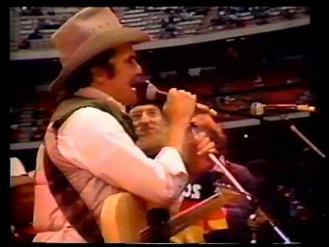 Merle Haggard - Willie Nelson - Johnny Paycheck - The Anaheim Stadium concert