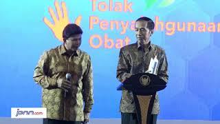 Download Video Presiden Jokowi Cecar Kabareskrim di Atas Panggung MP3 3GP MP4