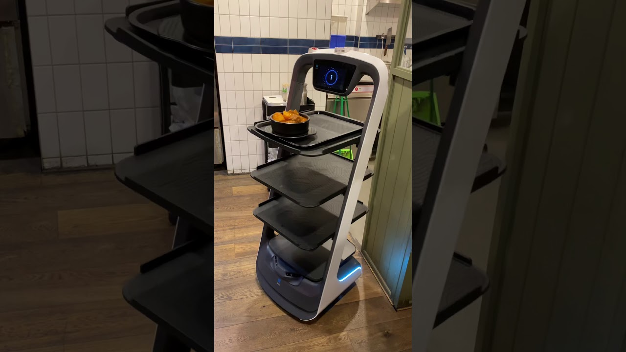 Robot waiter trial at Korean restaurant 'Dooboo' in Melbourne CBD!