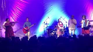 Download NonaRia - Sebusur Pelangi [featuring Mocca] (Live at Rossi Musik 25/11/2018)
