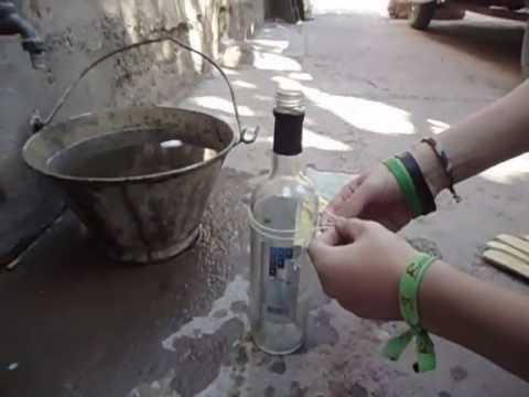Como cortar botella de vidrio con hilo youtube for Cortar cristal para gatera