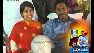 Day 5 :YSRCP MLA RK Roja speech at YS Jagan deeksha stage - 11th Oct 2015