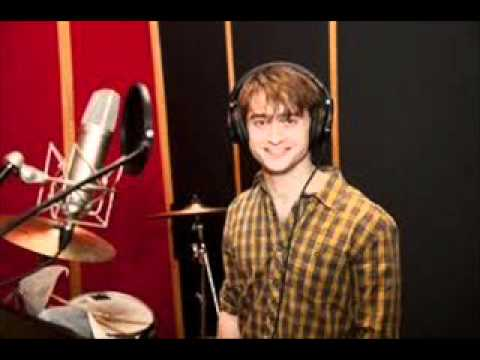 Daniel radcliffe sings the elements daniel radcliffe a christmas carol urtaz Image collections