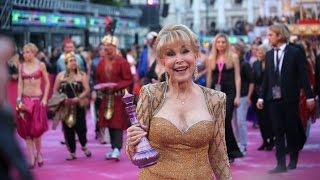 Baixar Barbara Eden Life Ball 2013 Vienna Magenta Carpet Wien I Dream of Jeannie