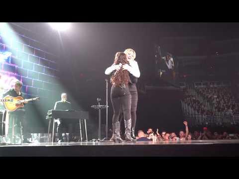 """Chevel Shepherd Sings Her Single """"Broken Hearts"""", With Kelly Clarkson - (2019-02-01) - Glendale, AZ"""