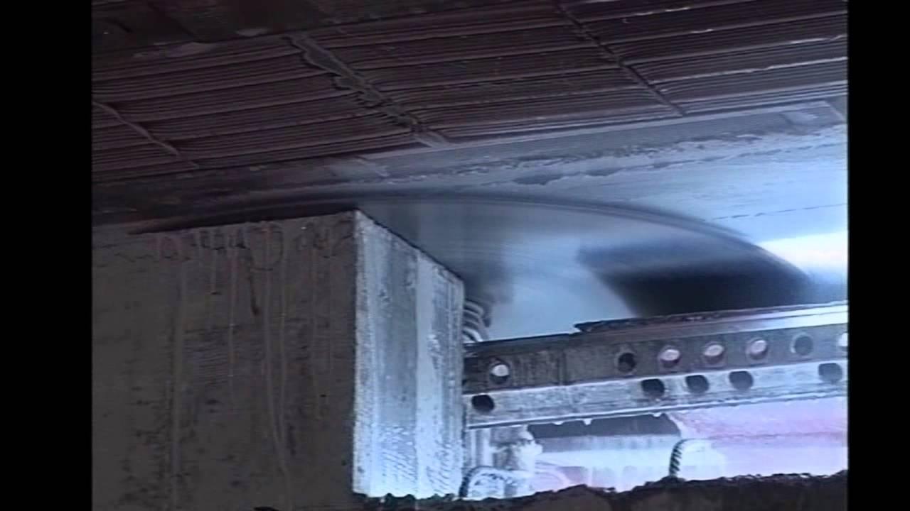 Apertura porta su parete in cemento armato youtube - Apertura porta su muro portante ...