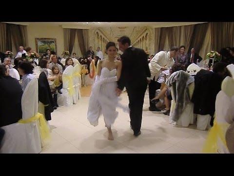 La sposa balla la pizzica