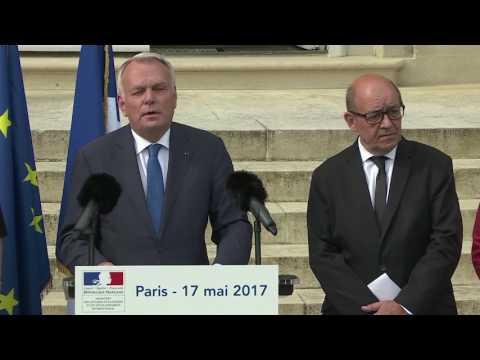 Passation de pouvoirs entre Jean Marc Ayrault et Jean Yves Le Drian - 17 mai 2017