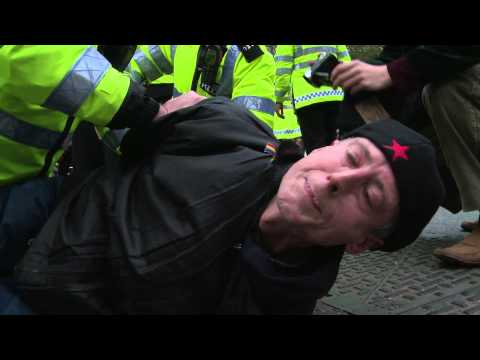 Peter Tatchell attempts citizens arrest on Indonesian President SBY.