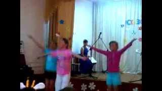 Танец  под песню Не детское время))
