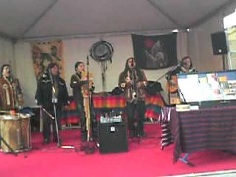 A Peruvian Indian music group in Paris!