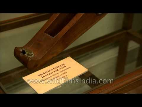 Model of a field gun in brass and wood at Gift museum of Rashtrapati Bhavan