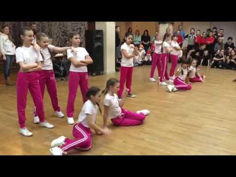 Смотреть клип Джаз-фанк , младшая группа, педагог: Лариса Смирнова онлайн бесплатно в качестве
