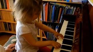 Лемешкина Марианна. 3 года.  Мажор, минор и квинты (фрагмент урока)