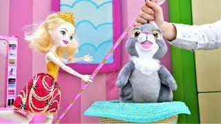 Кукла Эвер Афтер Хай учится делать фокусы