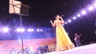 Singer Bhoomi Trivedi Navratri Garba Sharad Poonam Raas in Ahmedabad